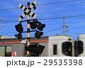 踏切を通過する列車 29535398