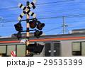 踏切を通過する列車 29535399