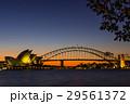 オーストラリア シドニーのオペラハウスとハーバーブリッジ 29561372