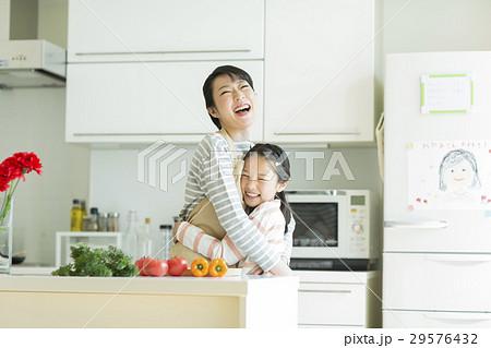 母と娘 29576432