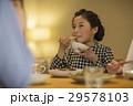 女の子 夕食 29578103