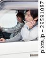 車でドライブしている20代カップル 29591087