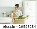 女性 野菜 29593234