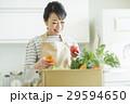 女性 野菜 29594650