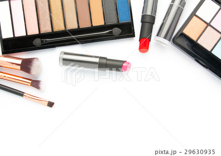 Makeup brush set with eye shadow palette on whiteの写真素材 [29630935] - PIXTA