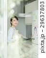 女性 キッチン 29637803