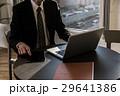 タブレット 手 パソコンの写真 29641386