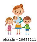 赤ちゃんを抱っこする主婦と子供たち 29658211