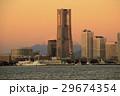 朝焼けの富士山とランドマークタワー 29674354