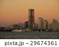朝焼けの富士山とランドマークタワー 29674361