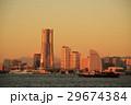 朝焼けの富士山とランドマークタワー 29674384