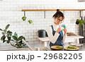 北欧女子 キッチン 料理をする女性 29682205