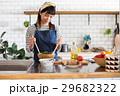 北欧女子 キッチン 料理の写真 29682322