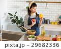 女性 北欧女子 キッチンの写真 29682336
