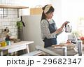 北欧女子 キッチンに立つ女性 29682347