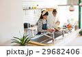 北欧女子 キッチン 料理 女性 友達 29682406