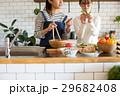 北欧女子 キッチン 料理 女性 友達 29682408