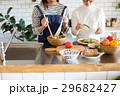 北欧女子 キッチン 友達の写真 29682427