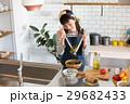 北欧女子 キッチン 料理の写真 29682433