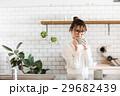 北欧女子 キッチン マグカップを持つ女性 29682439