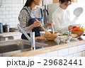 北欧女子 キッチン 料理 女性 友達 29682441