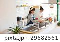 北欧女子 キッチン 料理 女性 友達 29682561