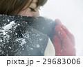 雪 女性 マフラーの写真 29683006