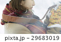 冬 女性 横向きの写真 29683019