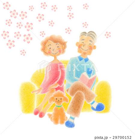老人夫婦  ソファに座る 29700152