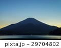 夕暮れの富士山 山中湖 29704802
