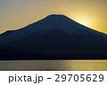 夕暮れの富士山 山中湖 29705629