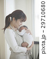 親子 赤ちゃん 抱っこの写真 29710680