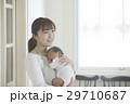 親子 赤ちゃん 抱っこの写真 29710687
