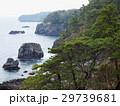 穏やかな城ヶ崎海岸の岩場 29739681