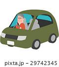 マイカーを運転する男性 29742345