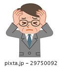 頭を抱え悩むシニア男性 29750092