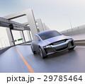 高速道路に走っているシルバー色の自動車 29785464
