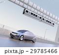 高速道路に走っているシルバー色の自動車 29785466