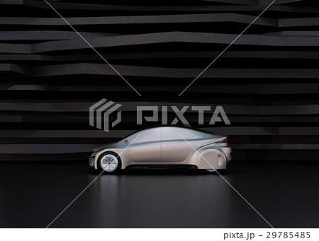 黒い背景の前にある艶消しシルバー塗装の電気自動車 29785485