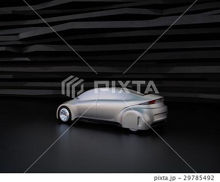 黒い背景の前にある艶消しシルバー塗装の電気自動車 29785492