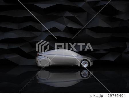 黒い背景の前にある艶消しシルバー塗装の電気自動車 29785494