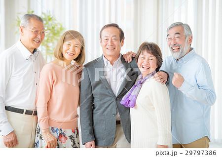 笑顔のシニア男女 5人 29797386