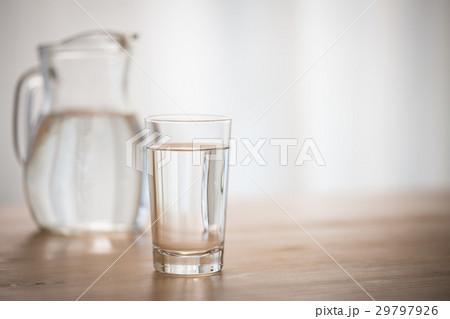 窓辺の水の写真素材 [29797926] - PIXTA