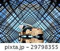 万華鏡のような背景にあるシャンパンゴールドのクルマ 29798355