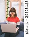ノマドワーカー 女性 カジュアルの写真 29823188