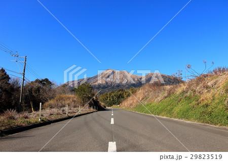 高千穂峰に向かう田舎道 29823519