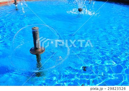 公園の小さな噴水 29823526
