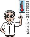 温度計と半袖シャツの男性 29876538