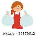 ゴミ袋を持つ女性 29879612
