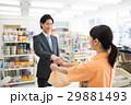 コンビニ 店員 ビジネスマンの写真 29881493